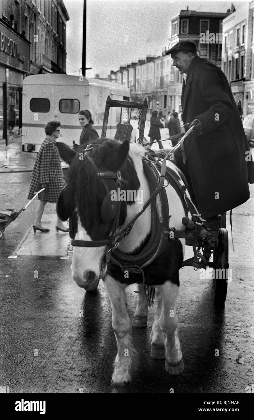 Rag and Bone man also called a Totter  collecting scrap metal and stuff to sell with his horse and cart, Notting Hill area of West London 1970. Collecting scrap for recycling re-cycling 1970s UK. HOMER SYKES Stock Photo
