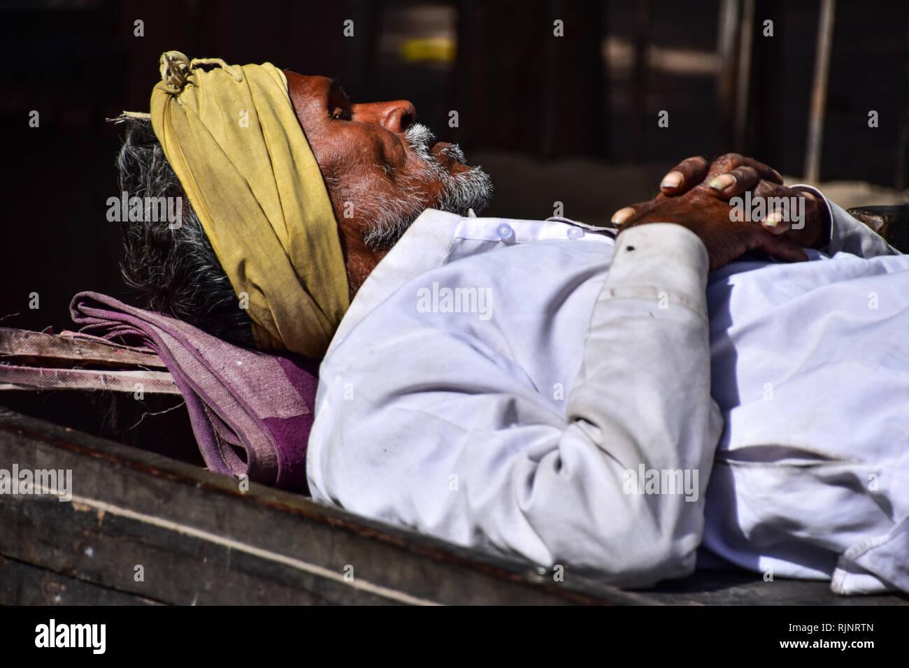Indian siesta, Street Photography, Bundi, Rajasthan, India - Stock Image
