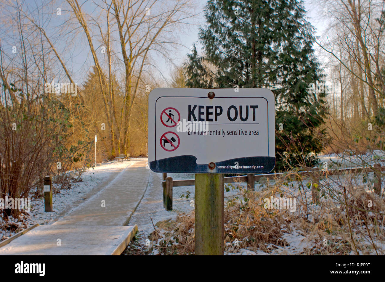 A keep out sign warning of an environmentally sensitive area in Shoreline Park, Rocky Point, Port Moody, British Columbia, Canada. - Stock Image