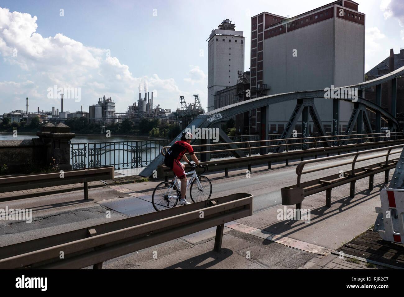 Historic steel bridge in the Krefelder Rheinhafen - Stock Image