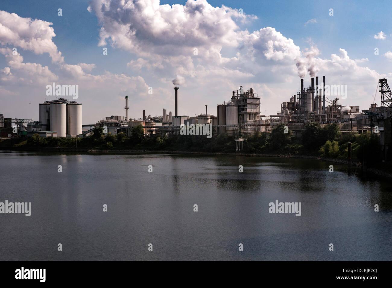 Industrial area in Krefelder Rheinhafen - Stock Image
