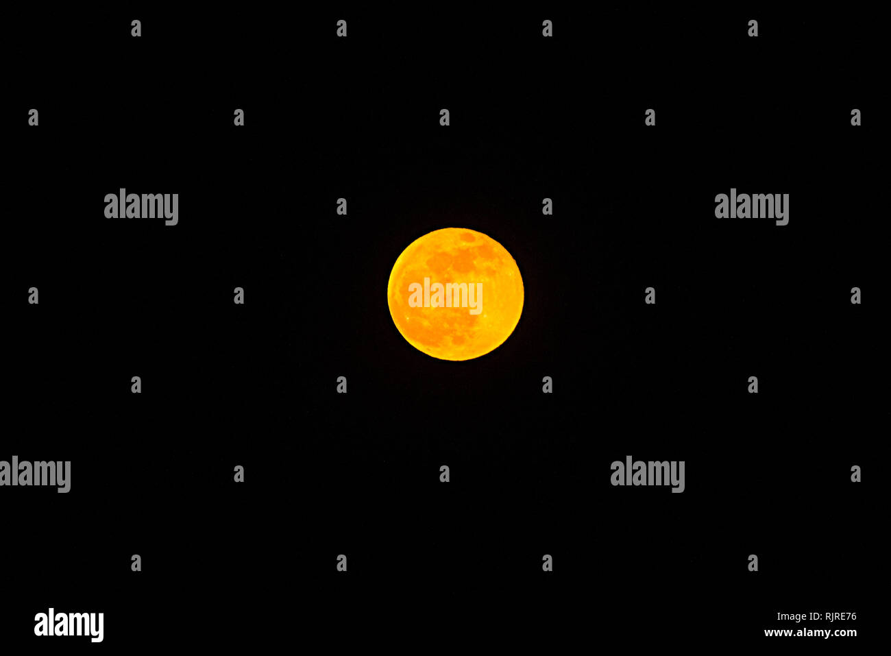 Super moon on the day of the total lunar eclipse on January 21, 2019 - Stock Image