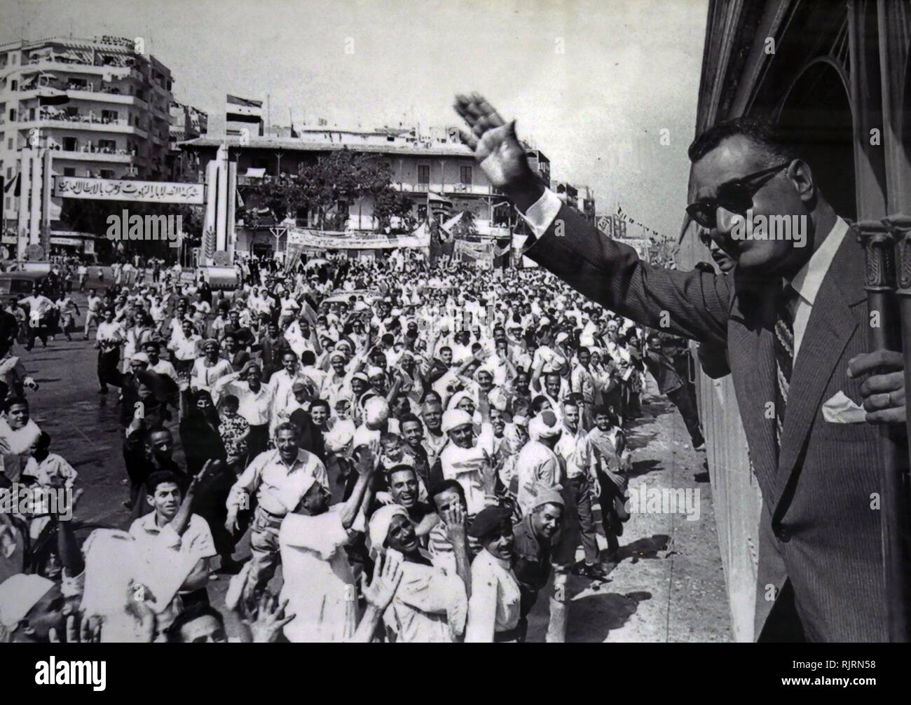 Crowds welcome Gamal Abdel Nasser (1918 - 1970), President of Egypt, serving from 1956 until his death in 1970. Nasser led the 1952 overthrow of the monarchy and introduced far-reaching land reforms the following year - Stock Image