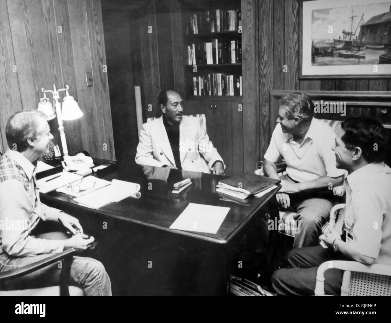 Meeting during the Middle East, Camp David Peace Negotiations, 1979 session with Jimmy Carter (US President), Anwar Sadat (Egyptian President), Cyrus Vance (US Secretary of State) and Osama El-Baz (Egyptian diplomat). Stock Photo