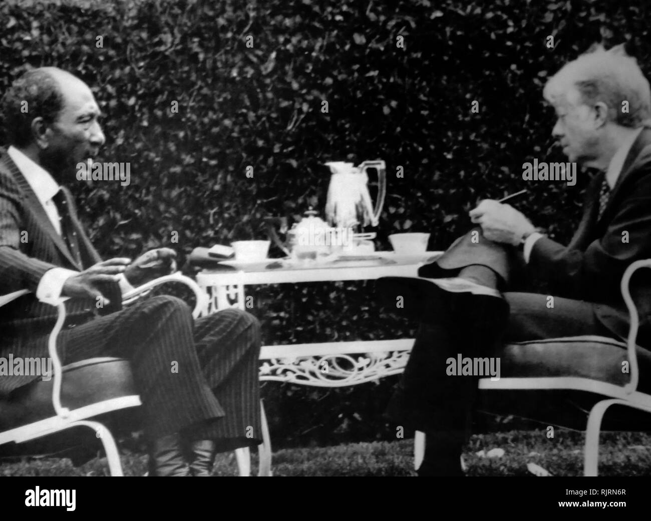 Meeting during the Middle East, Camp David Peace Negotiations, 1979 session with Jimmy Carter (US President), and Anwar Sadat (Egyptian President), Stock Photo