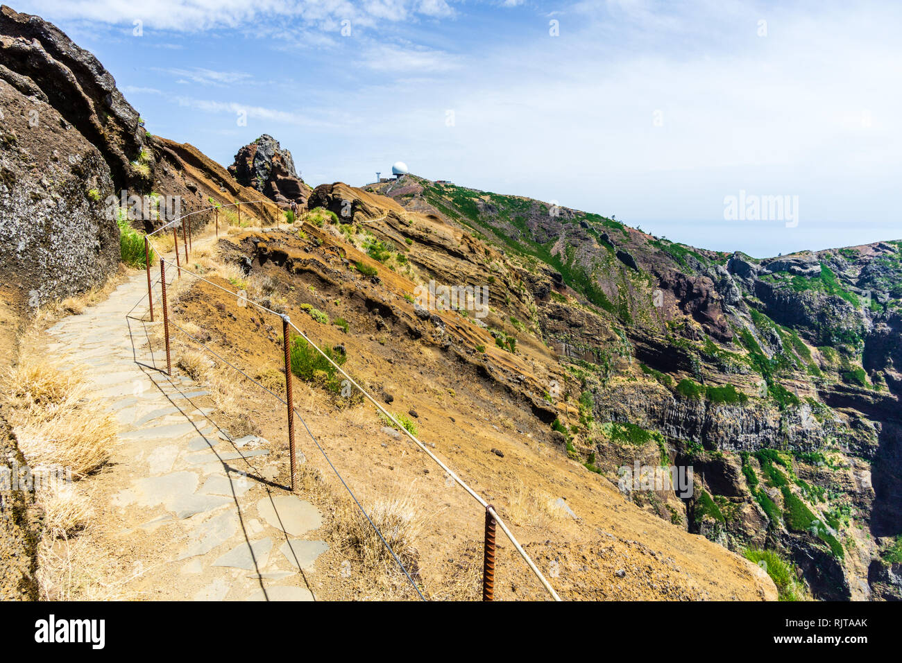 Hiking trail passage from mountain Pico Arieiro to Pico Ruivo, Madeira - pathway along abyss - Stock Image
