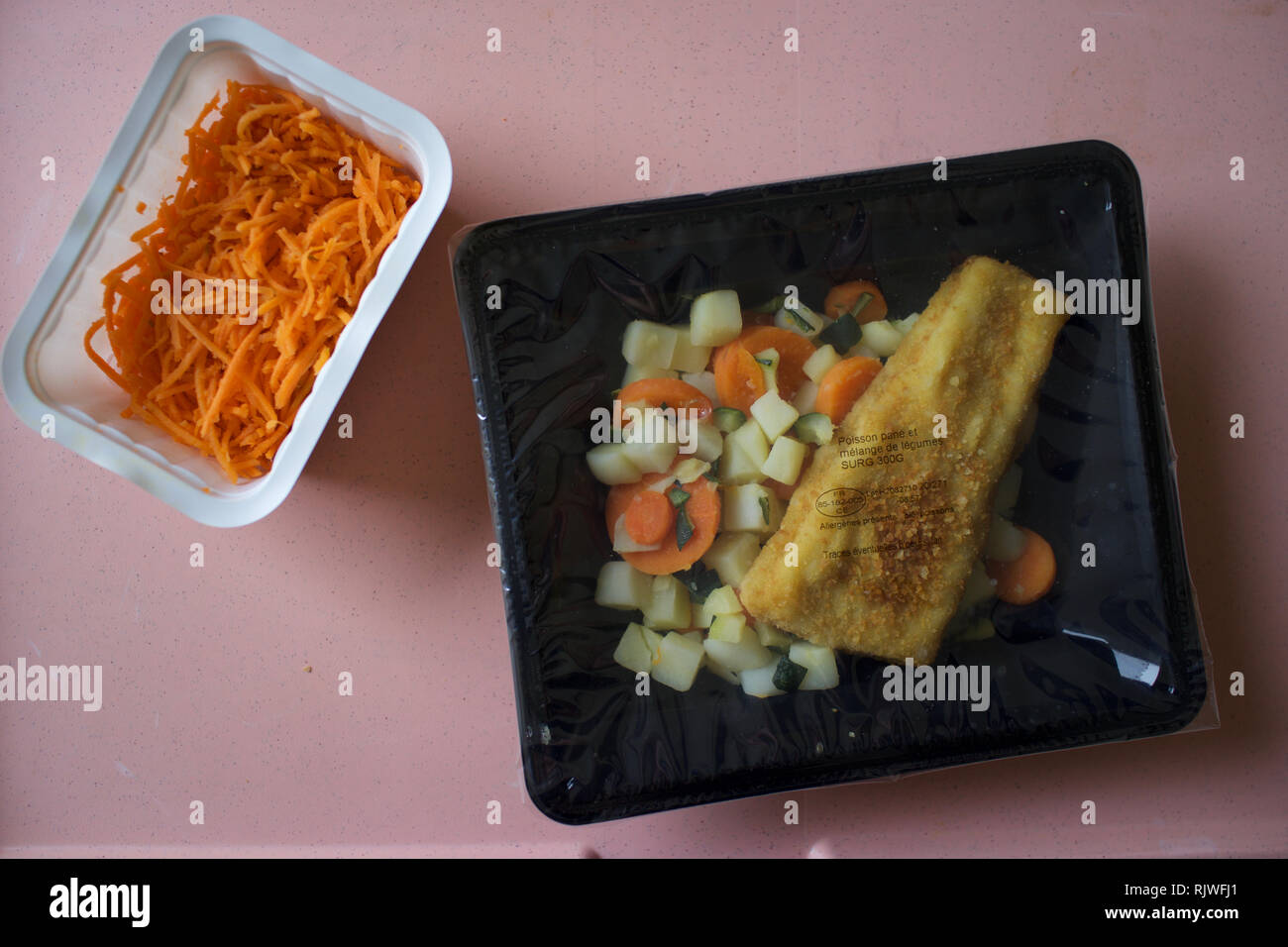 Food in plastic packaging - ready meal, factory fresh - battered fish and vegetables - Stock Image