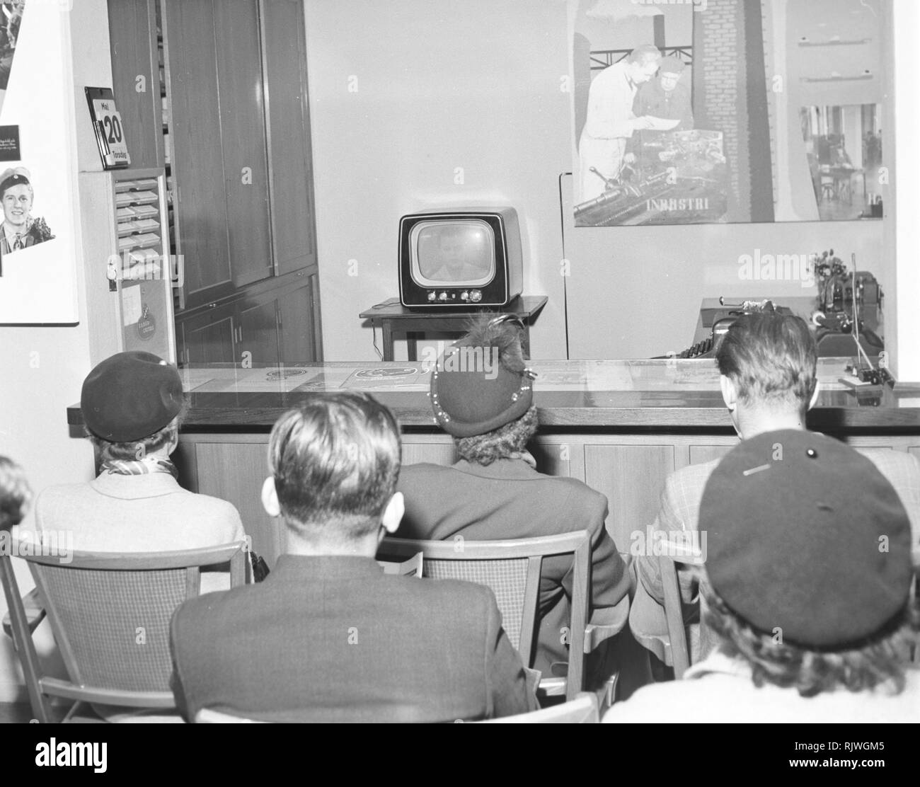Television in the 1950s. People fascinated by the new television medium in May 1954. Sweden - Stock Image