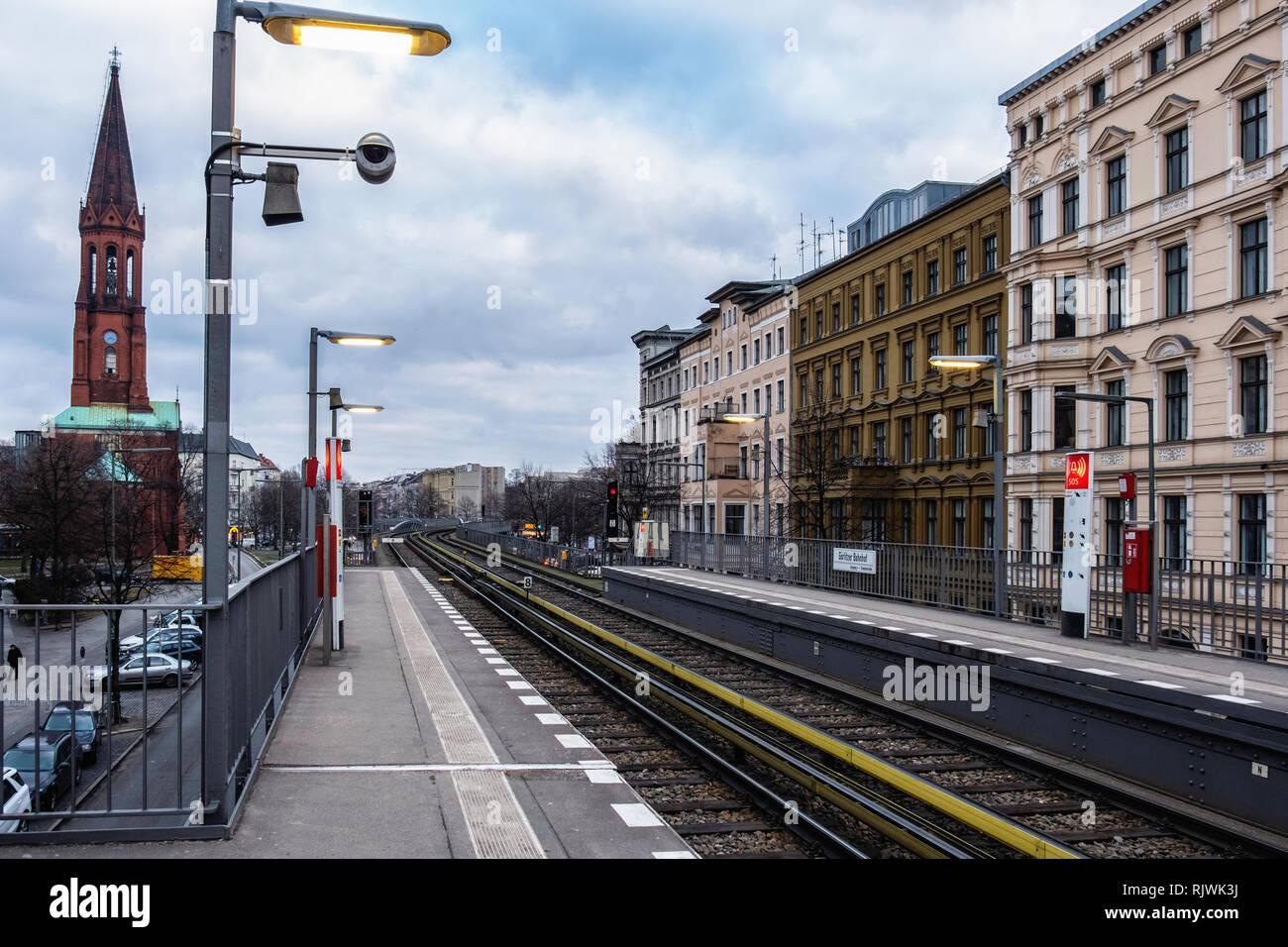 Berlin,Kreuzberg. Gorlitzer U-bahn Railway Station on raised viaduct with platform & rail tracks - Stock Image