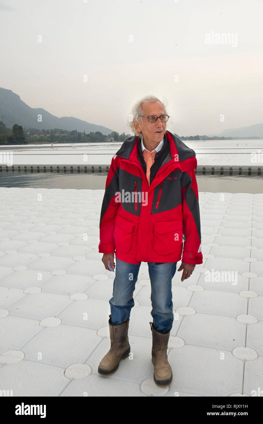 Italy, Lombardy, Sulzano (BS) Christ Vladimirov Yavakev creator of 'The floating piers' on the iseo lake. - Stock Image