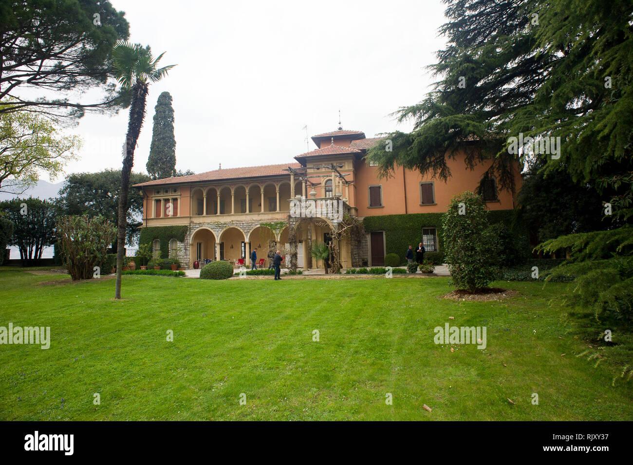 Italy, Lombardy, Sulzano (BS) Lago d'Iseo, island of S, Paolo, Pietro Beretta, (Fabbrica d'Armi Pietro Beretta SpA) in the garden of Villa S. Paolo on - Stock Image