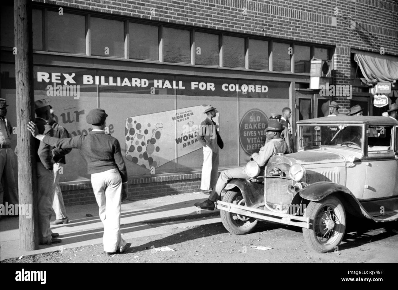 MARION POST WOLCOTT (1910-1990) American photographer for the US Farm Security Administration during the Great Depression, Her photo of a billiard hall on Beale Street, Memphis,Tennessee, in October 1939. Courtesy Library of Congress. - Stock Image