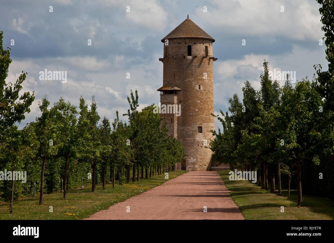 Cluny, ehemalige Benediktinerabtei, Tour Ronde an der Nordostecke des Klosterbezirks mit hölzernen Konsolen für einen nicht mehr vorhandenen Ringlaufg - Stock Image