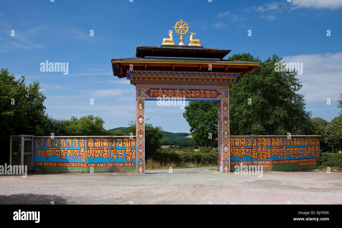 La Boulaye, TEMPEL DER 1000 BUDDHAS, gegründet 1987 von tibetischen Mönchen. Lamaistisches Zentrum verbunden mit einer Hochschule für Tibetologie, Ein Stock Photo