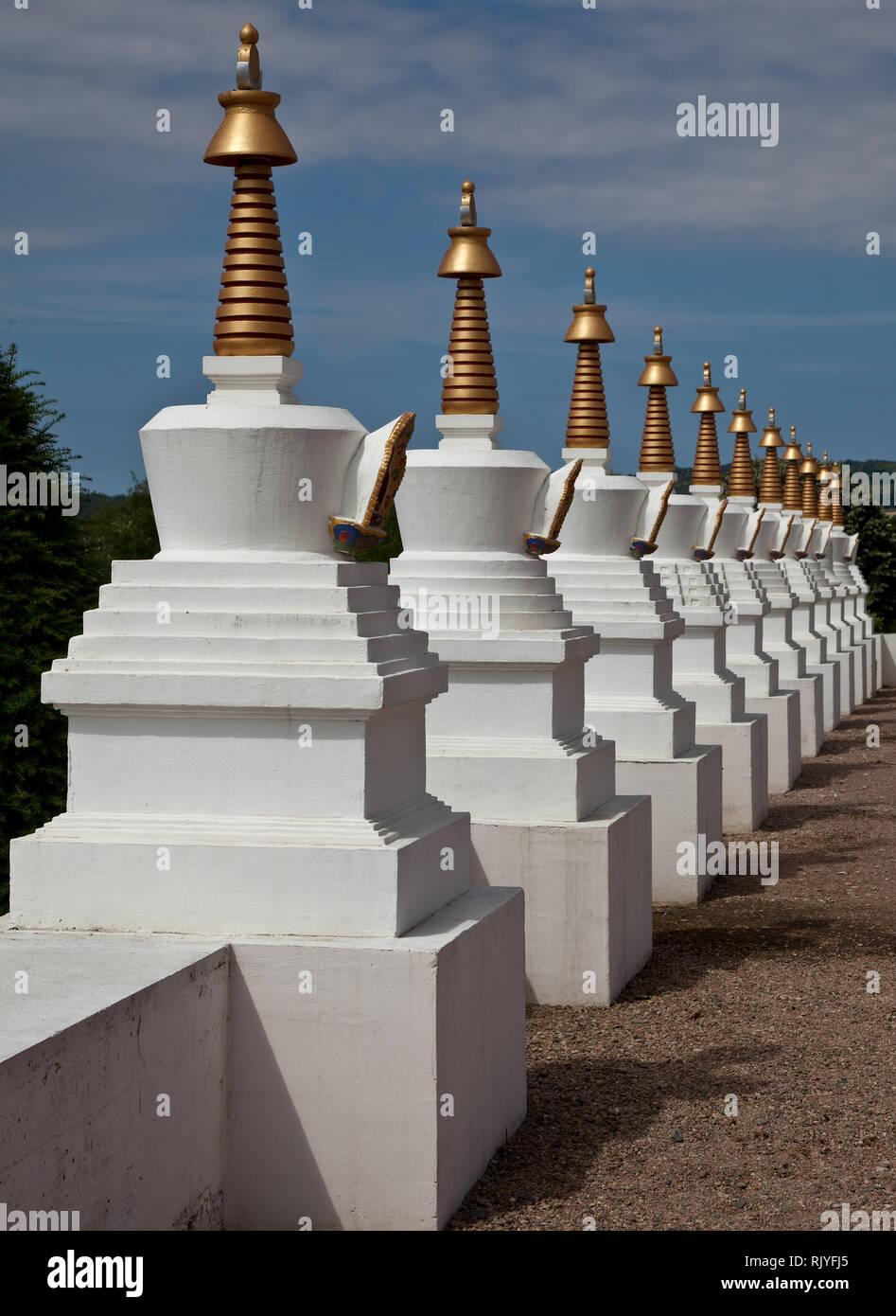 La Boulaye, TEMPEL DER 1000 BUDDHAS, gegründet 1987 von tibetischen Mönchen. Lamaistisches Zentrum verbunden mit einer Hochschule für Tibetologie, Stu - Stock Image