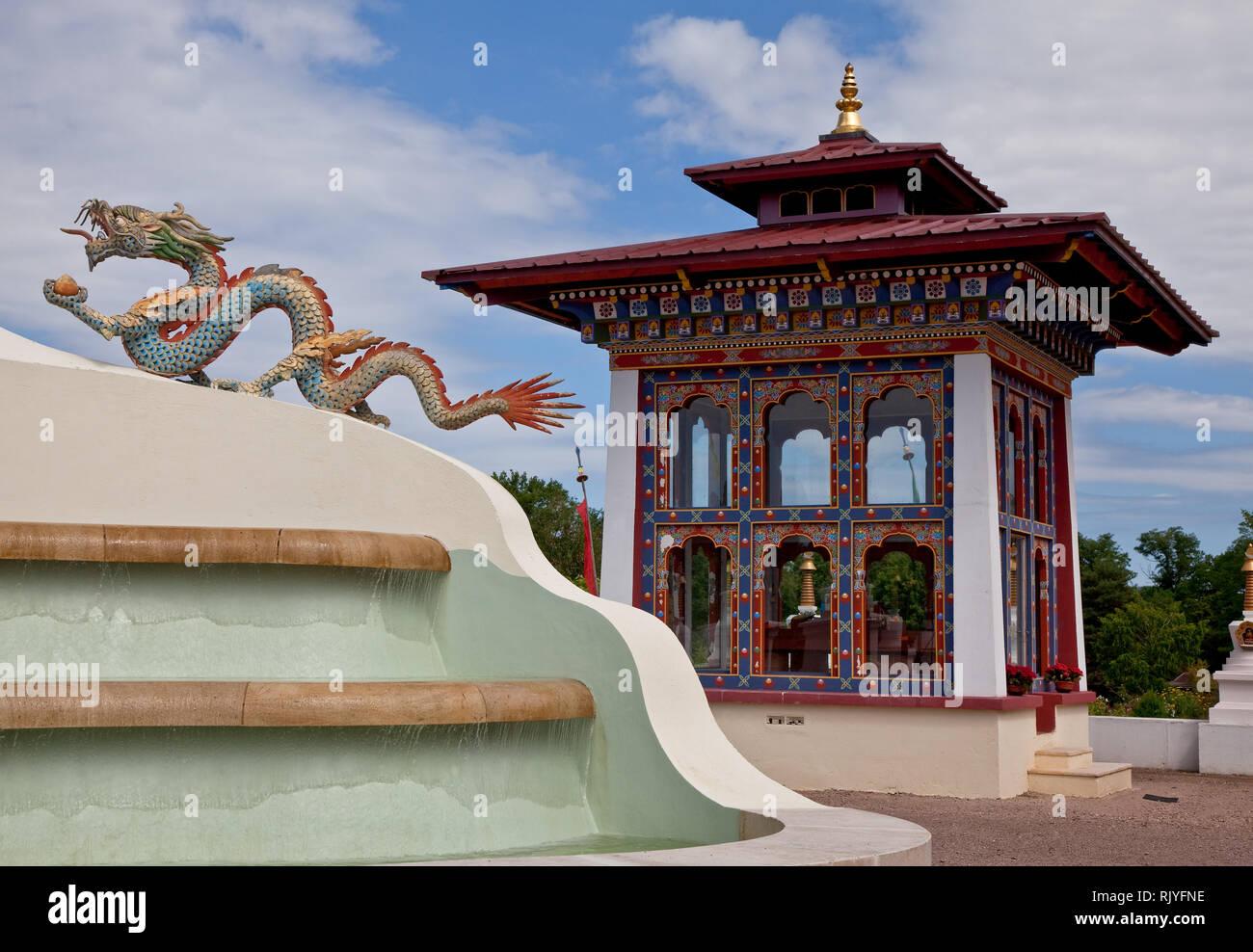 La Boulaye, TEMPEL DER 1000 BUDDHAS, gegründet 1987 von tibetischen Mönchen. Lamaistisches Zentrum verbunden mit einer Hochschule für Tibetologie, Pav Stock Photo