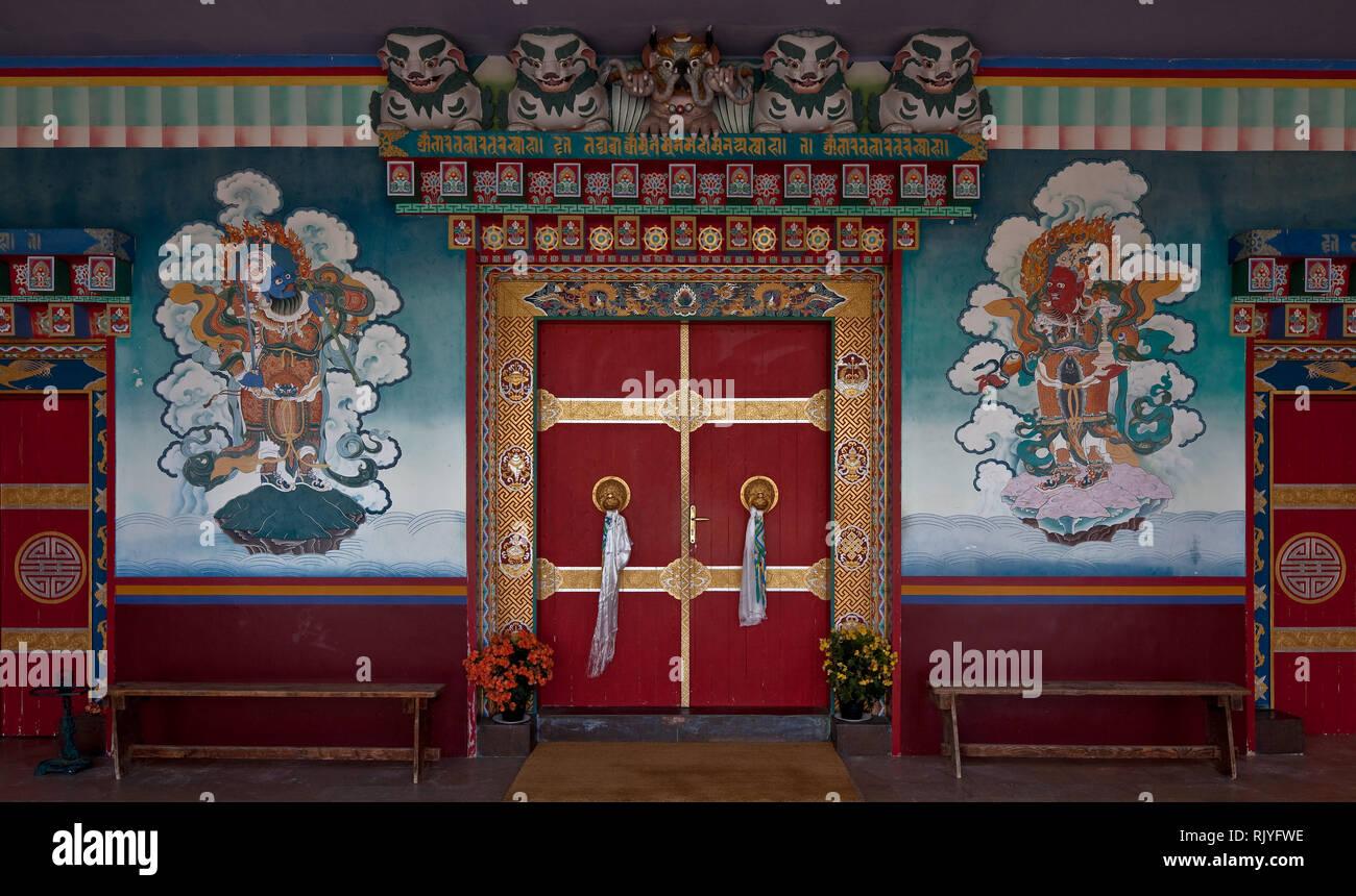 La Boulaye, TEMPEL DER 1000 BUDDHAS, gegründet 1987 von tibetischen Mönchen. Lamaistisches Zentrum verbunden mit einer Hochschule für Tibetologie, Hau Stock Photo