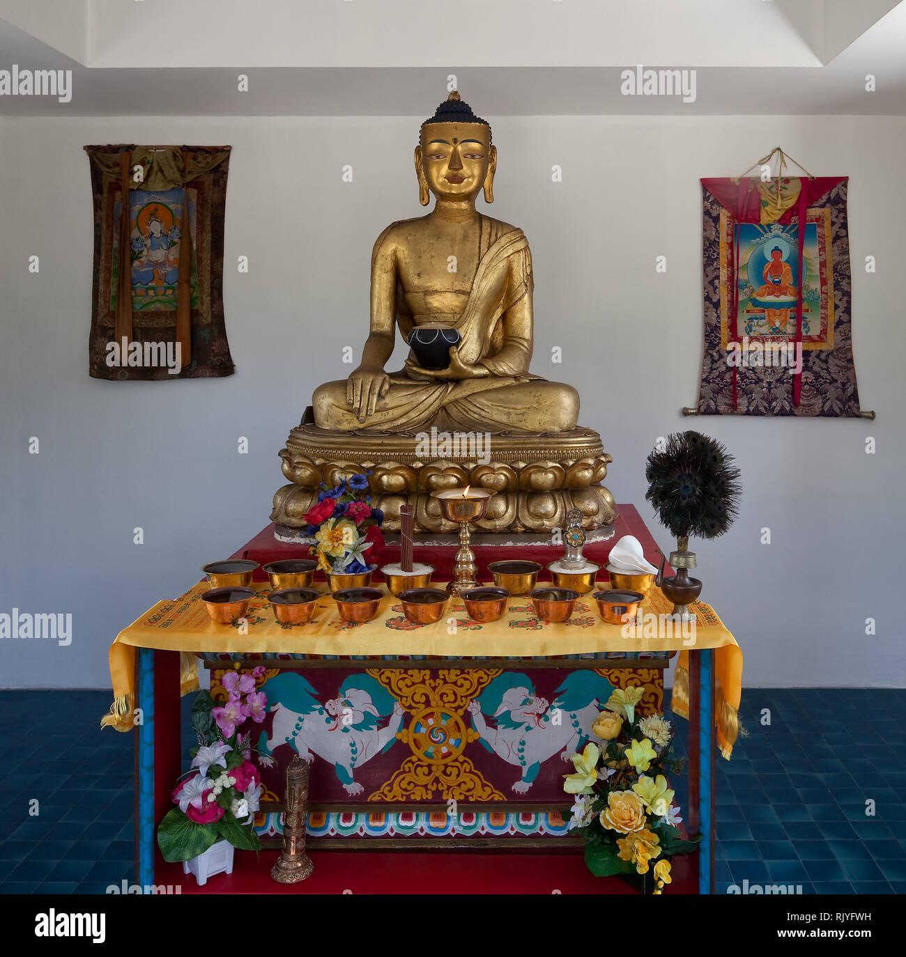 La Boulaye, TEMPEL DER 1000 BUDDHAS, gegründet 1987 von tibetischen Mönchen. Lamaistisches Zentrum verbunden mit einer Hochschule für Tibetologie, sit - Stock Image