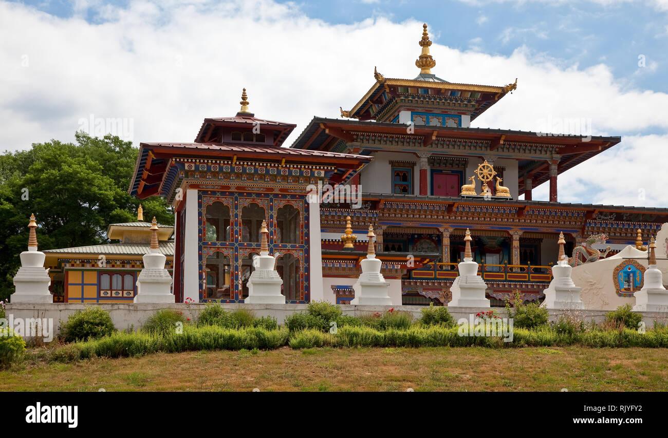 La Boulaye, TEMPEL DER 1000 BUDDHAS, gegründet 1987 von tibetischen Mönchen. Lamaistisches Zentrum verbunden mit einer Hochschule für Tibetologie Stock Photo