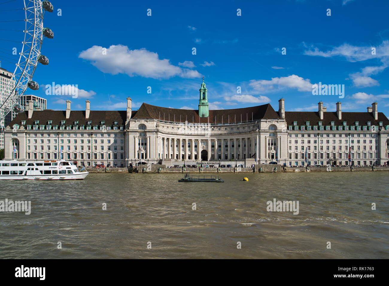 LONDON, UK - SEPTEMBER 9, 2018: London Aquarium in the County Hall and the London Eye Stock Photo