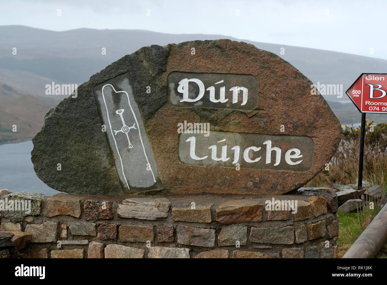 Dún Lúiche (Dunlewey) stone sign, County Donegal, Ireland - Stock Image