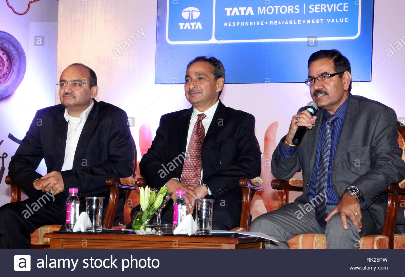 L to R)Ankush Arora, Senior Vice President, Passenger Vehicles