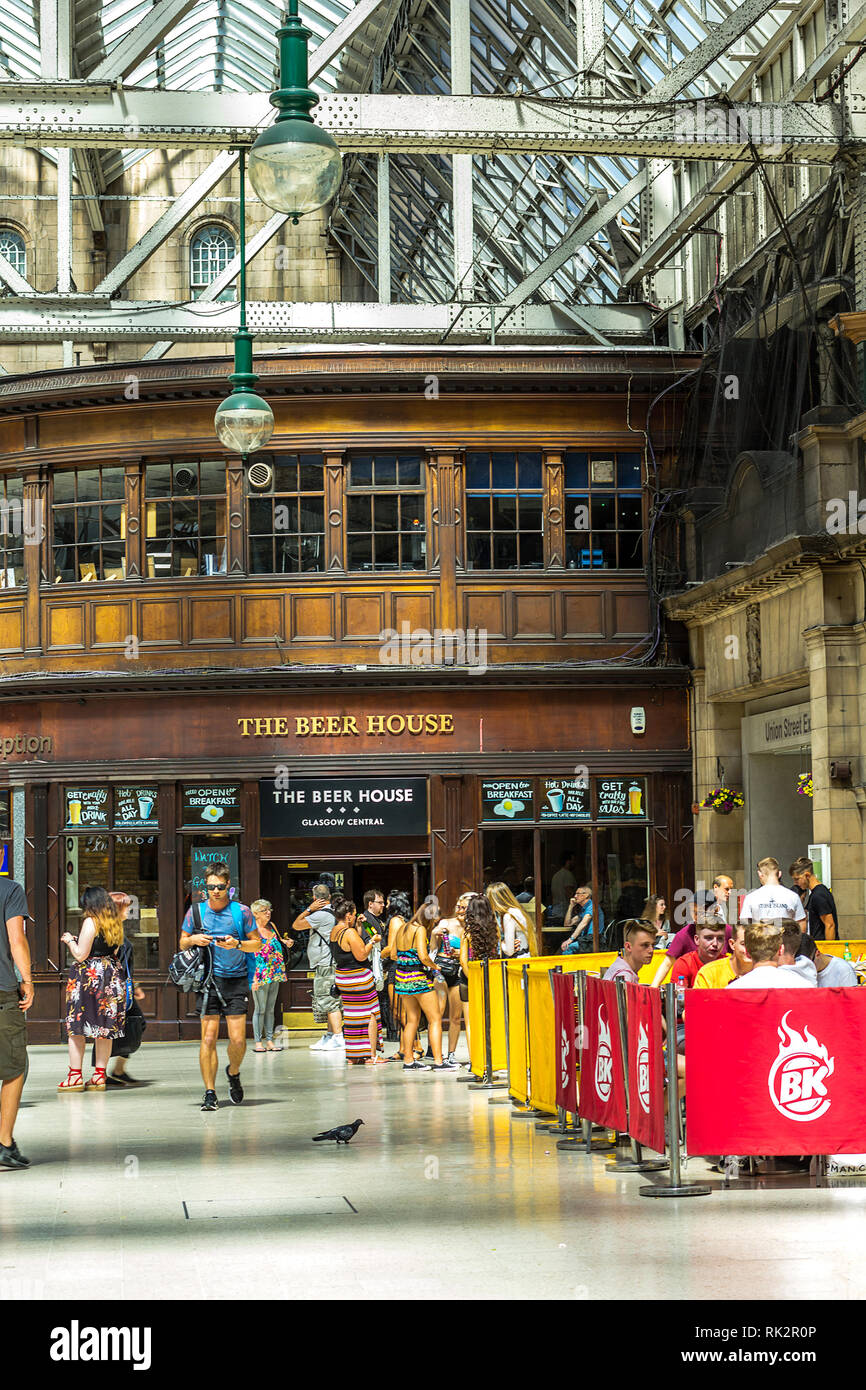 Glasgow Central, public concourse at Glasgow Central Station in Glasgow, UK - Stock Image
