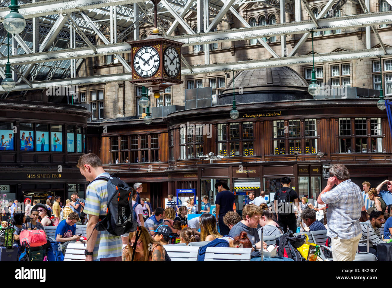 Glasgow Central, public concourse at Glasgow Central Station in Glasgow, UK Stock Photo