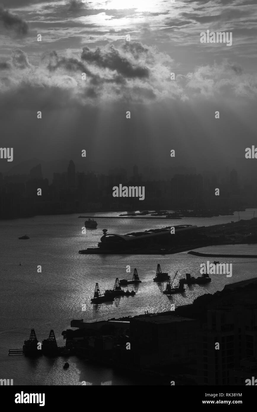 Kowloon Bay seen from Devil's peak with angel light from the setting sun - Stock Image