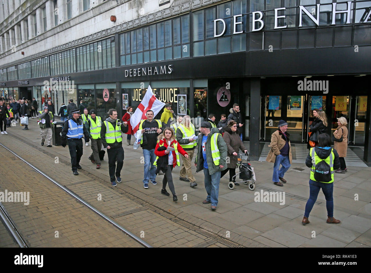 Manchester, UK. 09th February, 2019. Around 20 yellow Vest protesters led by James Goddard march towards an anti racist rally been held in Piccadilly Gardens, Manchester, UK, 9th February 2019 (C)Barbara Cook/Alamy Live News Credit: Barbara Cook/Alamy Live News - Stock Image