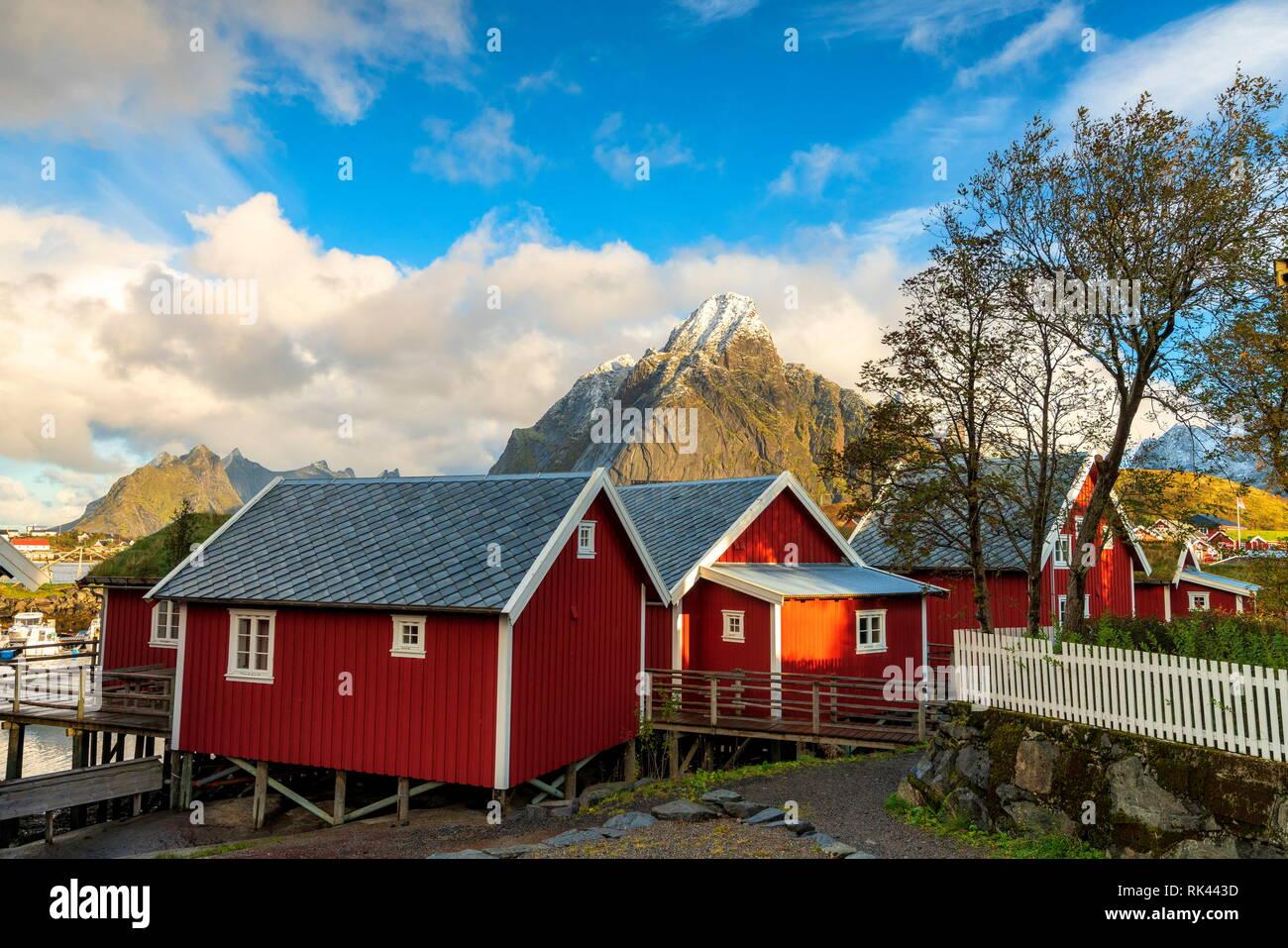 Iconic Rorbu with Mount Olstind (Olstinden) in the background, Reine, Moskenes, Nordland, Lofoten Islands, Norway Stock Photo