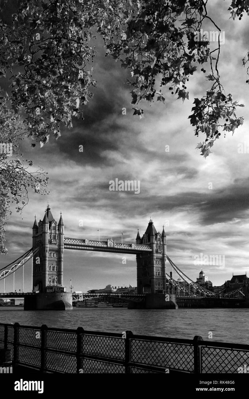 Autumn, Tower Bridge, a combined bascule and suspension bridge, River Thames, London City, England. - Stock Image