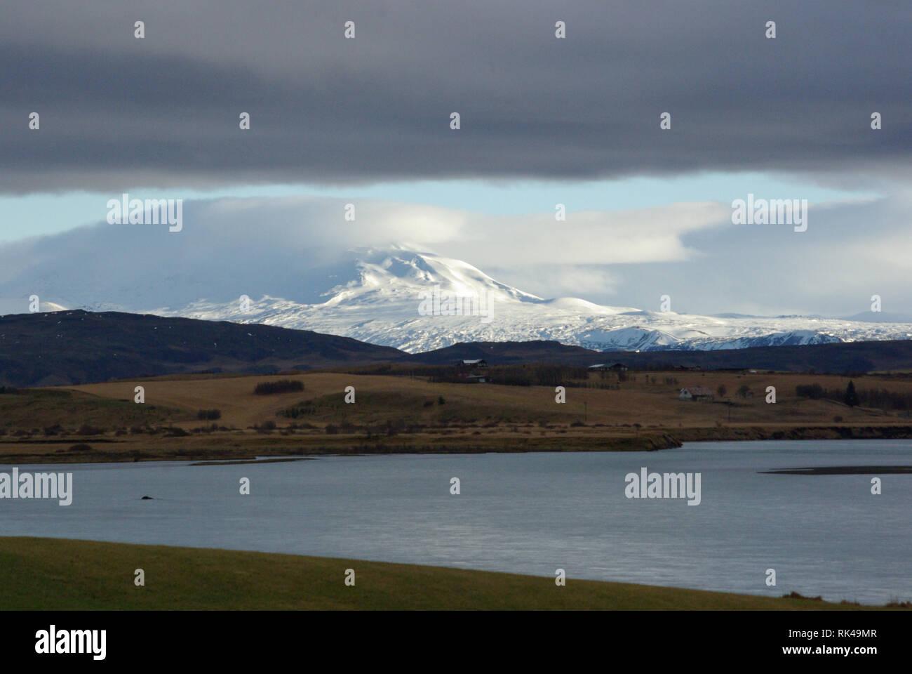 Landschaft mit Hekla im Hintergrund - Stock Image