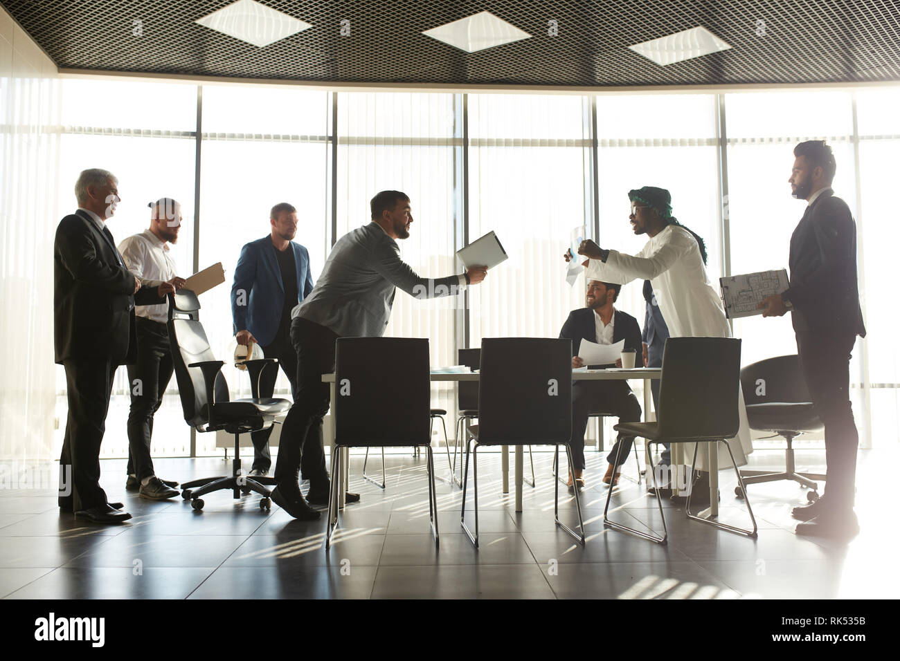 mixed race business partners arguing about bad contract. , investors having problrms with clients. problem, conflict situation in the compaany. misund - Stock Image