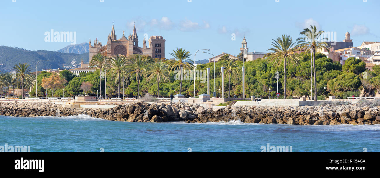 Palma de Mallorca - The waterfront and the cathedral La Seu in the background. - Stock Image