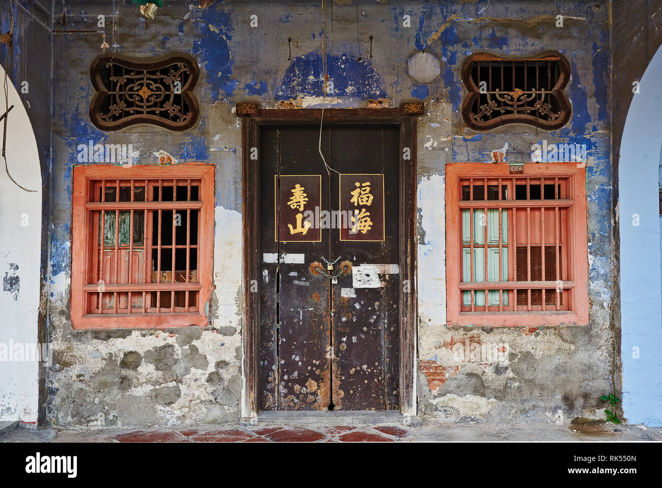 Doorway and Air-vent carved with flowers on a old shophouse building on the street in George Town, Penang, Malaysia - Stock Image