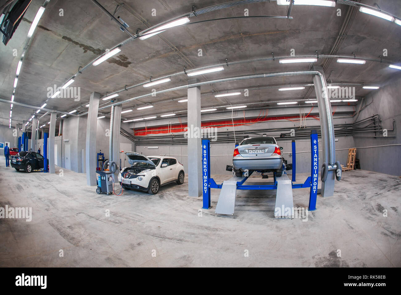 Russia Nizhny Novgorod August 17 2015 Car Service Station Interior Of A Vehicle Repair Station Hydraulic Power Lift Stock Photo Alamy