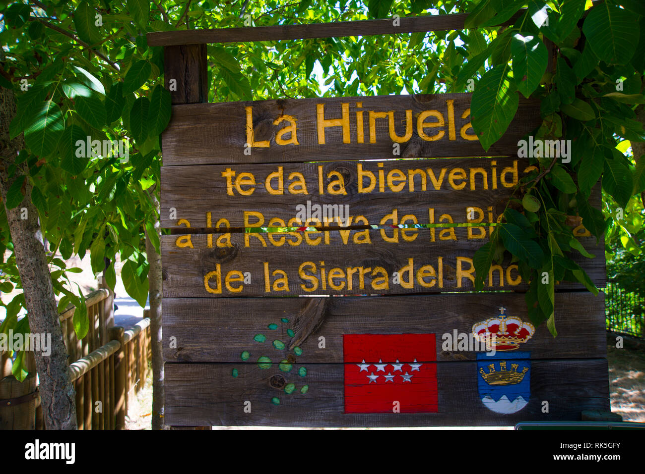 Welcoming sign. La Hiruela, Madrid province, Spain. - Stock Image