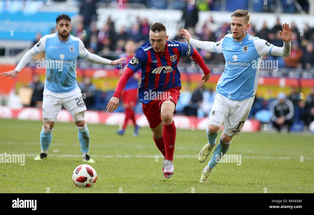 Duisburg, Deutschland. 09th Feb, 2019. firo: 09.02.2019 Football, 3. Bundesliga, season 2018/2019 KFC Uerdingen 05 - TSV 1860 Munich Adam Matuszczyk (# 31, KFC Uerdingen 05) in duels with Daniel Wein (# 17, TSV 1860 Munich) | usage worldwide Credit: dpa/Alamy Live News - Stock Image