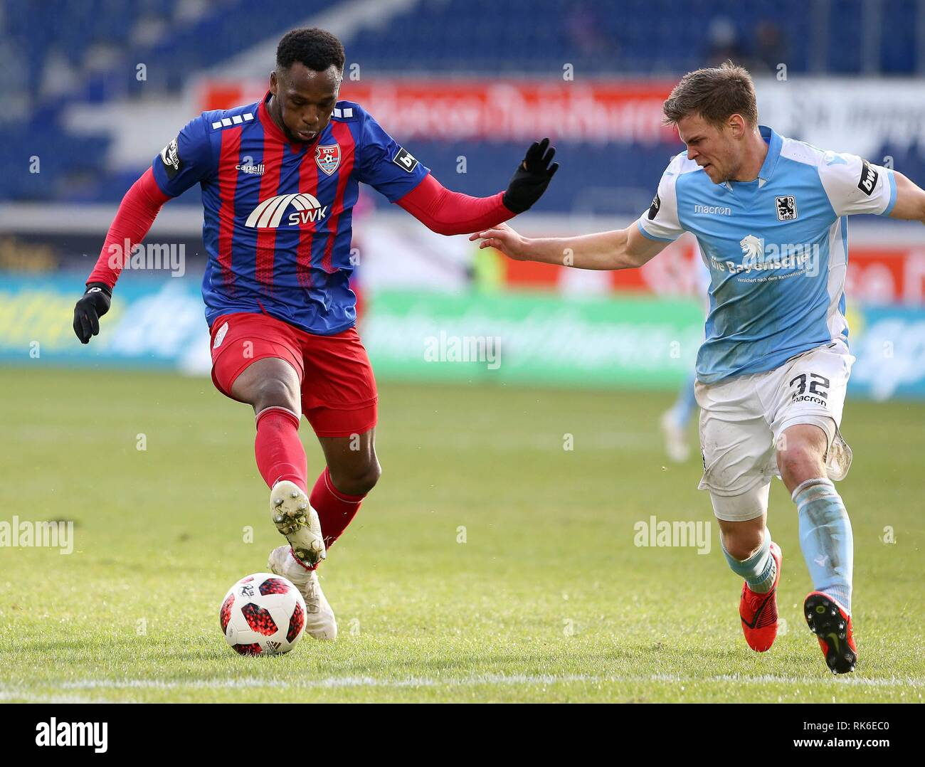 Duisburg, Deutschland. 09th Feb, 2019. firo: 09.02.2019 Football, 3. Bundesliga, season 2018/2019 KFC Uerdingen 05 - TSV 1860 Munich Osaywe Osawe (# 35, KFC Uerdingen 05) in duels with Simon Lorenz (# 32, TSV 1860 Munich) | usage worldwide Credit: dpa/Alamy Live News - Stock Image