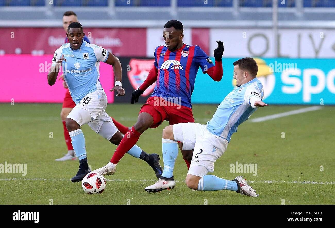Duisburg, Deutschland. 09th Feb, 2019. firo: 09.02.2019 Football, 3. Bundesliga, season 2018/2019 KFC Uerdingen 05 - TSV 1860 Munich Osaywe Osawe (# 35, KFC Uerdingen 05) in duels with Eric Weeger (# 2, TSV 1860 Munich) | usage worldwide Credit: dpa/Alamy Live News - Stock Image