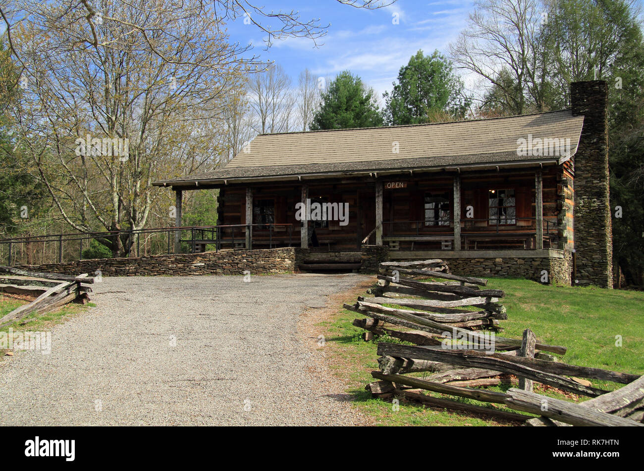The Cable Mill Visitors Center, seen here, provides valuable information on Cades Cove in Great Smokey Mountains National Park, Tennessee Stock Photo