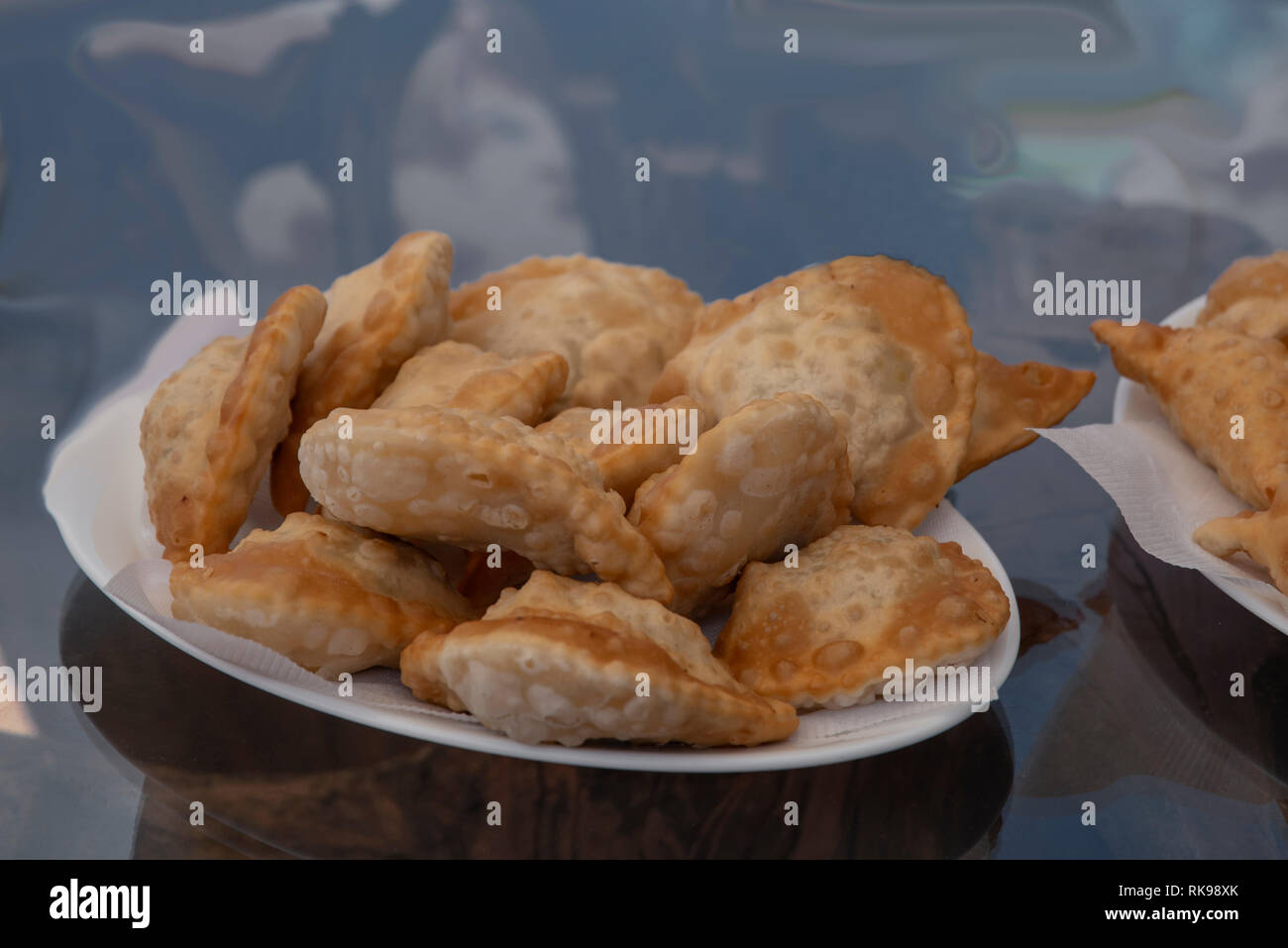 Empanadas, chilenische Spezialität, gefüllt mit Käse oder Meeresfrüchten - Stock Image