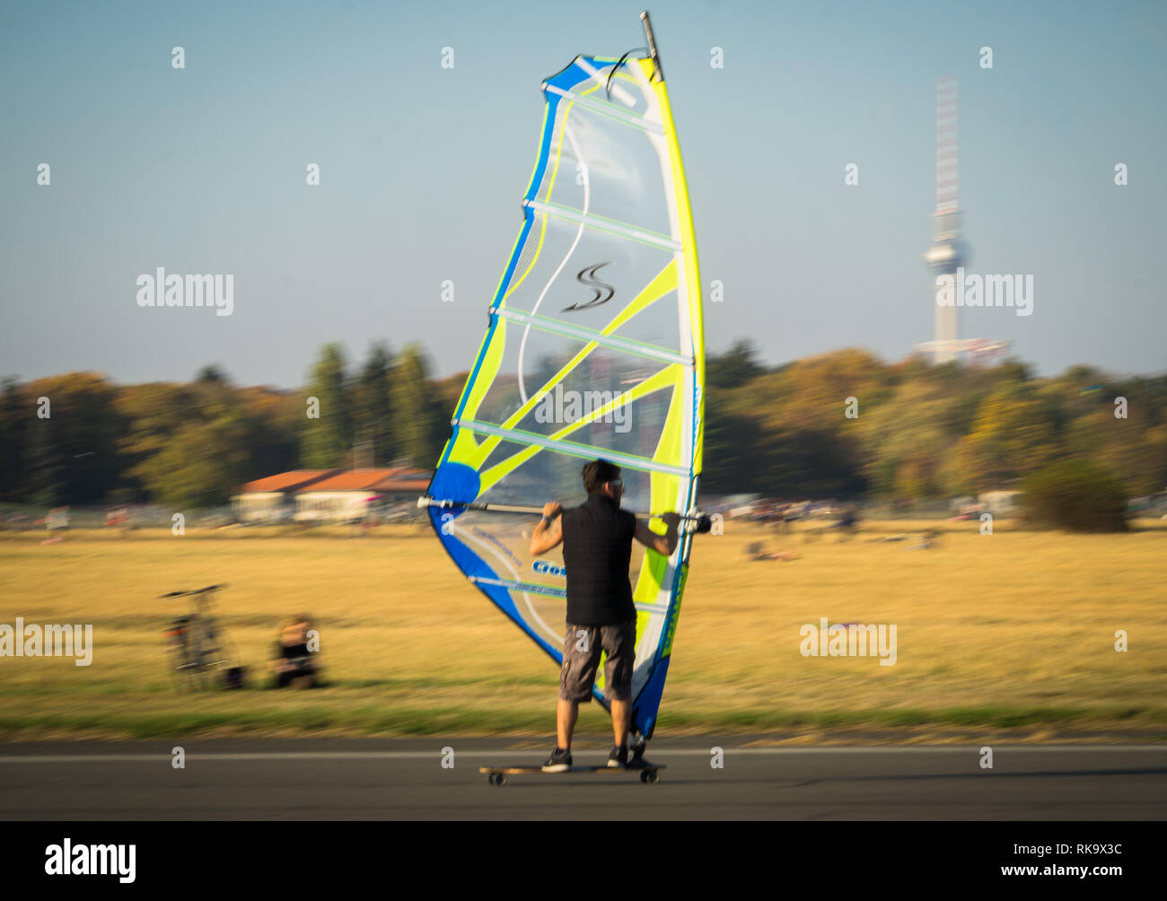 Berlin Tempelhofer Feld Windsurfer - Stock Image