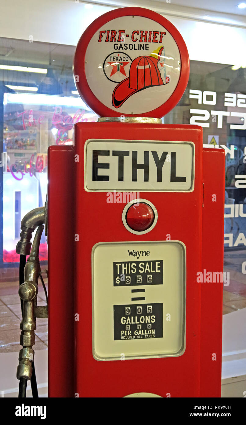 Fire Chief Gasoline Texaco red Wayne Petrol pump in gallons, in a cafe, Warrington, Cheshire, England, UK, WA1 - Stock Image