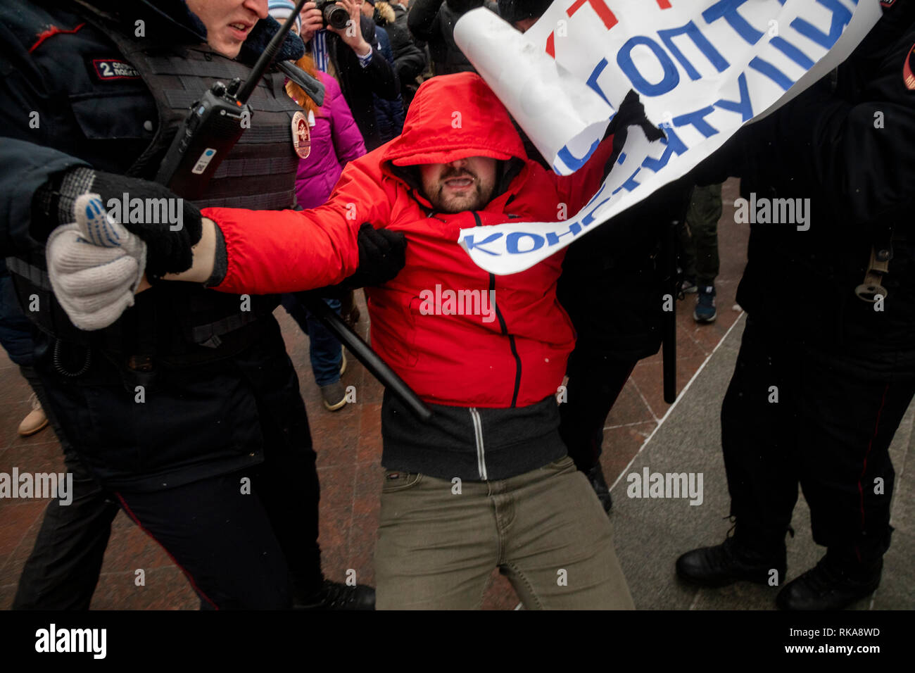 Moscow, Russia. 10 February, 2019: People take part in Mothers' Anger March, an event in support of political prisoners, in Tverskoy Boulevard of Moscow. Police officers detain a protester during a rally to demand freedom for political prisoners Credit: Nikolay Vinokurov/Alamy Live News Stock Photo