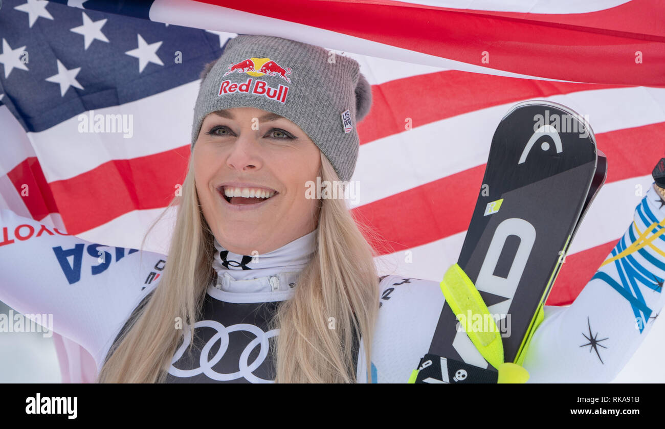 Are, Sweden. 10th Feb, 2019. Alpine skiing, world championship, downhill, ladies: Lindsey Vonn from the USA finishes after the race with the US flag. Credit: Michael Kappeler/dpa/Alamy Live News - Stock Image