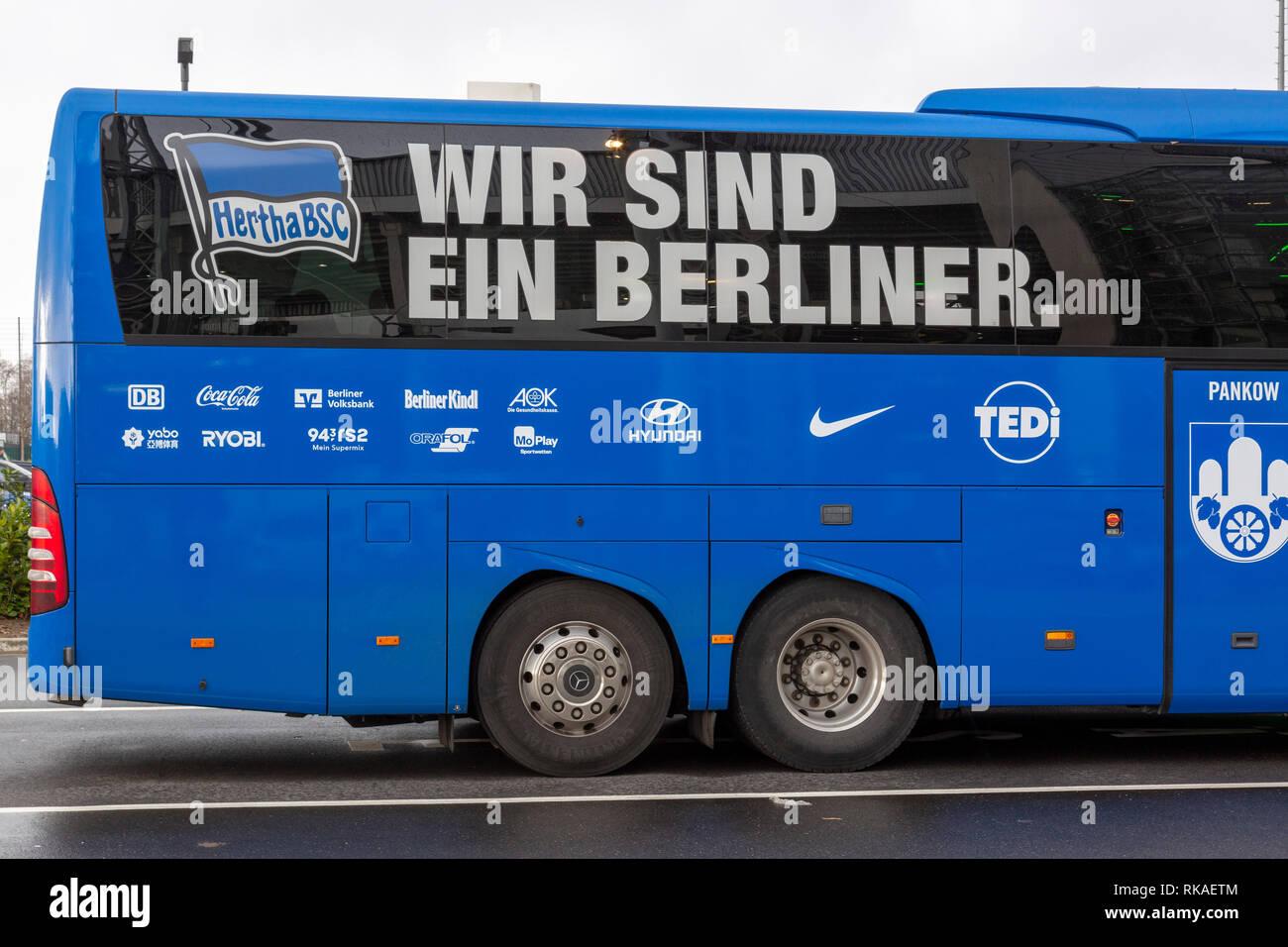 sports, football, Bundesliga, 2018/2019, Borussia Moenchengladbach vs Hertha BSC Berlin 0-3, Stadium Borussia Park, team bus Berlin, DFL REGULATIONS PROHIBIT ANY USE OF PHOTOGRAPHS AS IMAGE SEQUENCES AND/OR QUASI-VIDEO - Stock Image