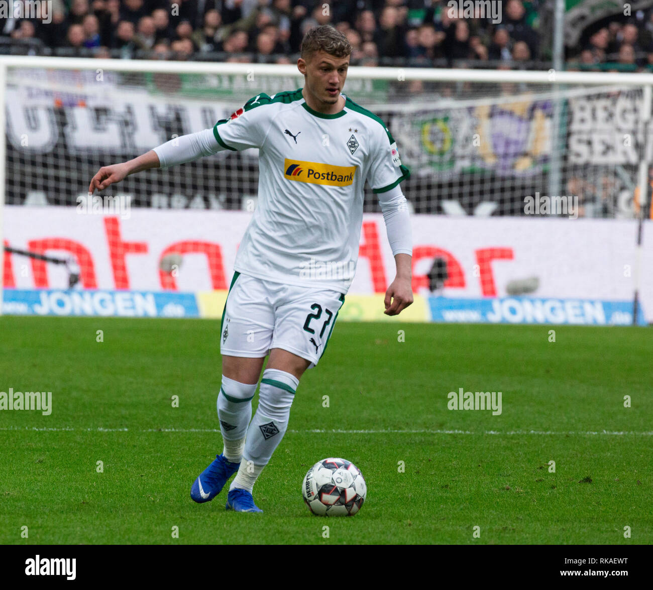 sports, football, Bundesliga, 2018/2019, Borussia Moenchengladbach vs Hertha BSC Berlin 0-3, Stadium Borussia Park, scene of the match, Michael Cuisance (MG) in ball possession, DFL REGULATIONS PROHIBIT ANY USE OF PHOTOGRAPHS AS IMAGE SEQUENCES AND/OR QUASI-VIDEO - Stock Image