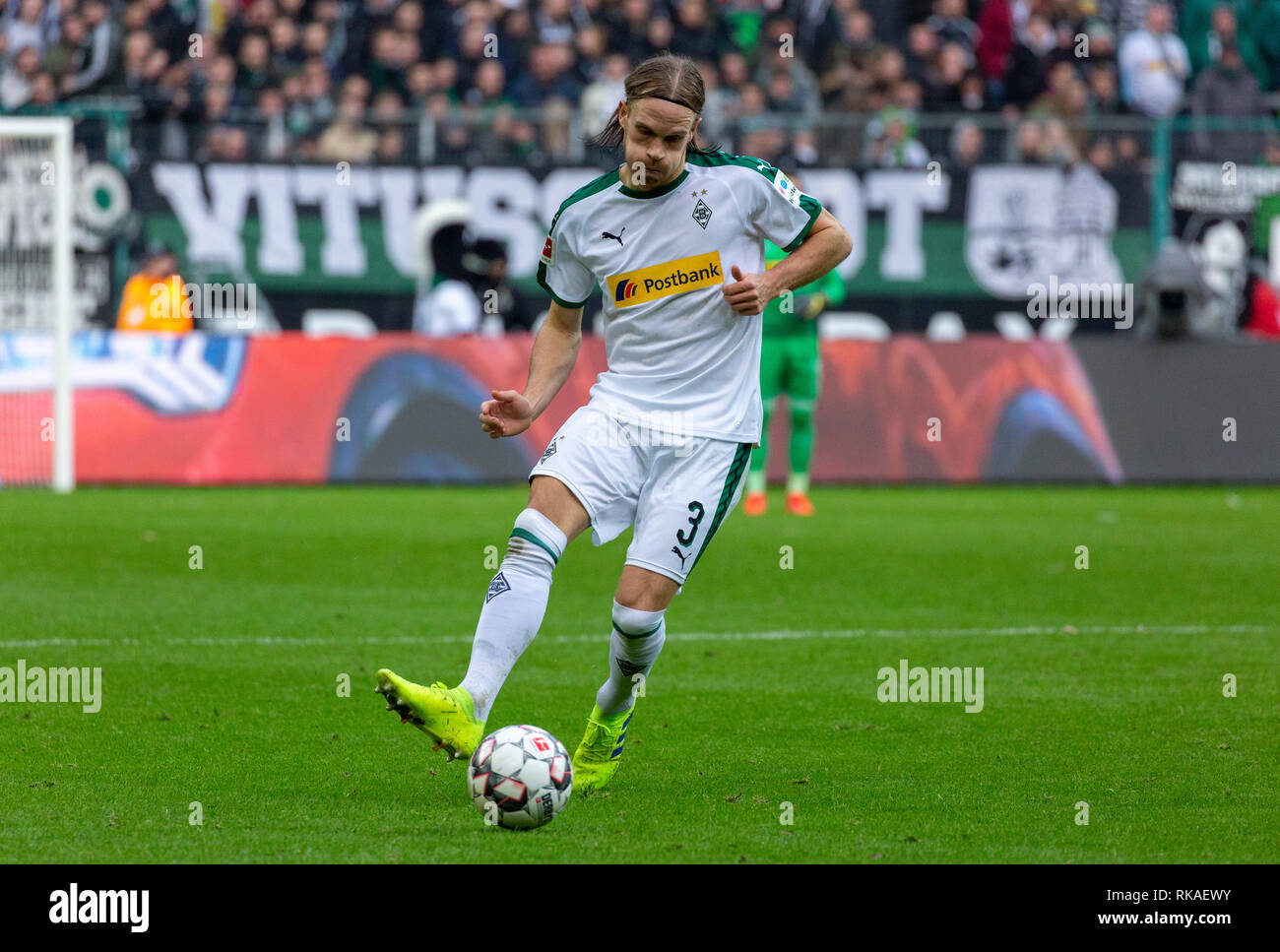 sports, football, Bundesliga, 2018/2019, Borussia Moenchengladbach vs Hertha BSC Berlin 0-3, Stadium Borussia Park, scene of the match, Michael Lang (MG) in ball possession, DFL REGULATIONS PROHIBIT ANY USE OF PHOTOGRAPHS AS IMAGE SEQUENCES AND/OR QUASI-VIDEO - Stock Image